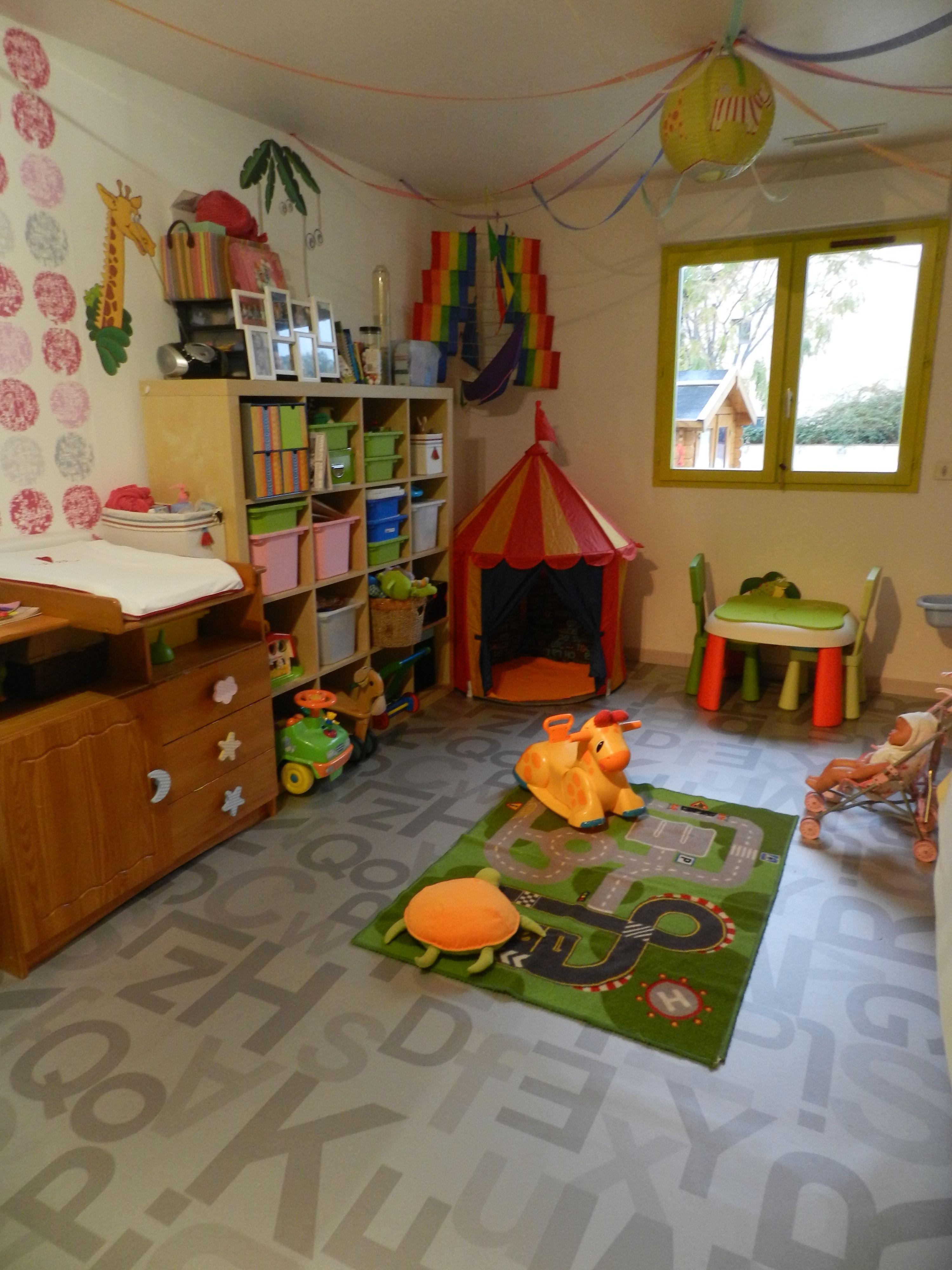 salle de jeu. Black Bedroom Furniture Sets. Home Design Ideas